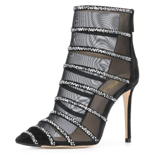 Filets noirs, strass, bout pointu, bottes stiletto, bottines