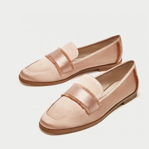 Blush Satin Loafers for Women - Mocassins à bout rond avec franges