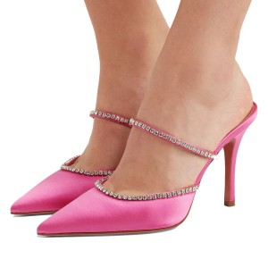 Talons pointus en satin rose à bout pointu et strass