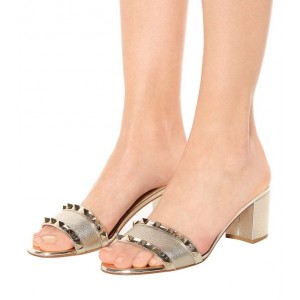 Rivets d'or bloquent mules talons